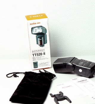 Вспышка Godox Thinklite TT520 II
